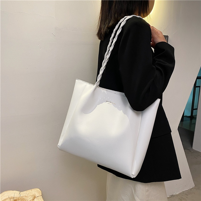 Korean twisted chain largecapacity bag   NHWH337698