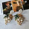 NHOM1573704-White-grape-silver-pin-stud-earrings