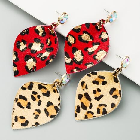 Pendientes de piel con pedrería con estampado de leopardo NHLN340775's discount tags