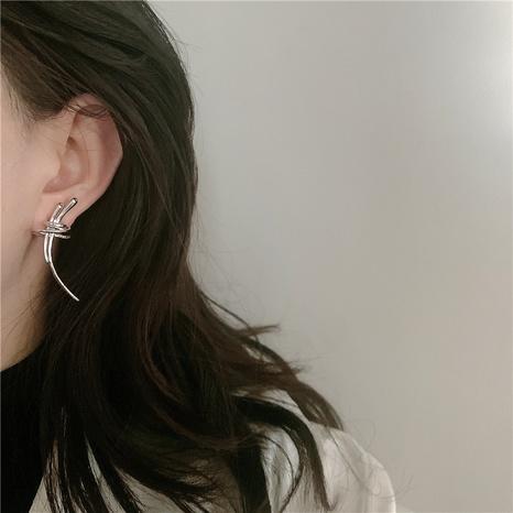 Einfache unregelmäßige Metalllinien C-förmige Ohrringe NHYQ341790's discount tags