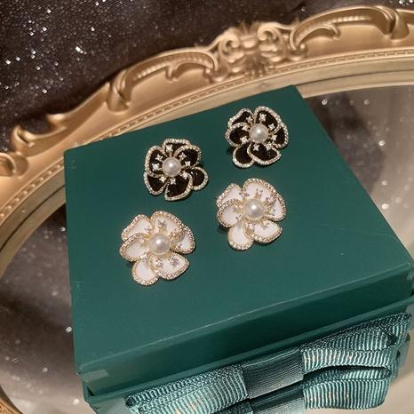 Boucles d'oreilles à la mode en zircon de cuivre et fleur blanche NHWK342083's discount tags
