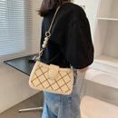 Fashion Lingge pearl chain shoulder messenger small square bag wholesale NHWH343064