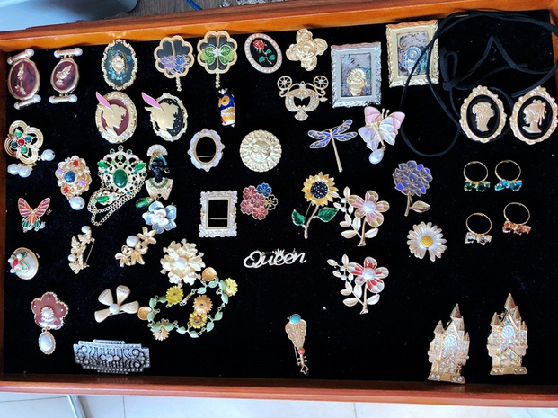 Flower Dripping Glaze Rhinestone Brooch NHOM333165's discount tags