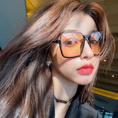 Modische gelbbraune quadratische Sonnenbrille mit niedrigerem Halbrahmen NHKD333371's discount tags