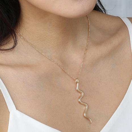 Collier en alliage en forme de serpent incurvé à la mode en gros NHAN349015's discount tags