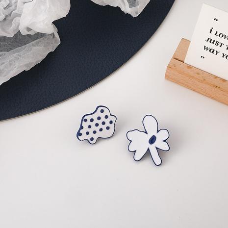 Boucles d'oreilles fleurs bleues irrégulières de style coréen NHMS349065's discount tags