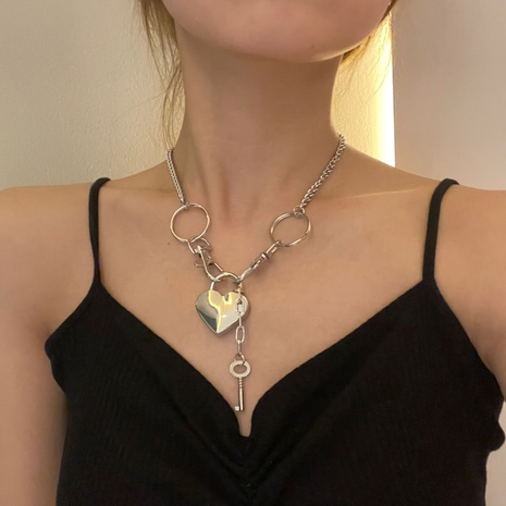 nouveau collier exagéré de couture de serrure d'amour de style simple de mode NHYQ352111's discount tags