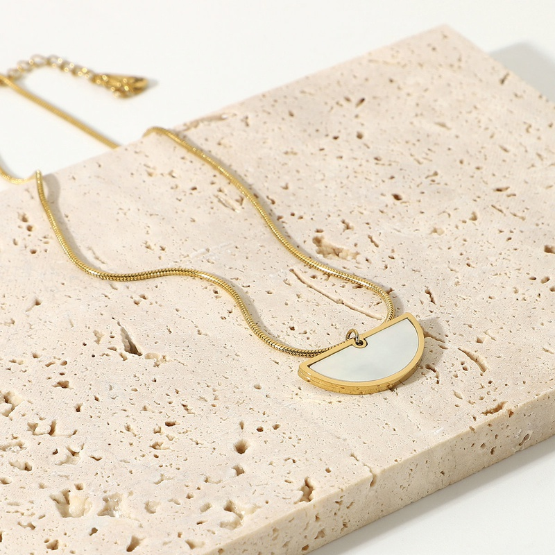 fashion stainless steel natural white motherofpearl pendant necklace NHJIE357145