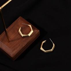 Großhandel koreanische unregelmäßige goldene Metallohrringe NHRN345643