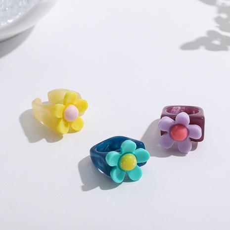 anillo de resina con flores de color retro en contraste NHLL345693's discount tags