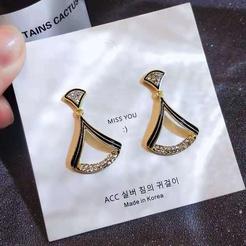 Korea fächerförmige Diamant geometrische Legierung Ohrringe Großhandel NHDQ345838