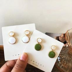 Modische Ohrringe aus kreativen tropfenden Ölfarbenlegierungen mit runden Nähten NHBY345899