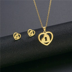 Mode herzförmige Titan Stahl Ohrringe Halskette Set Großhandel NHAC346046