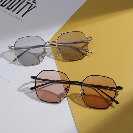 Gafas de sol con montura de metal poligonal con textura retro NHXU366338's discount tags