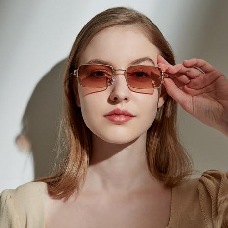 gafas de sol retro con montura pequeña y cuadrada de metal NHXU366341's discount tags