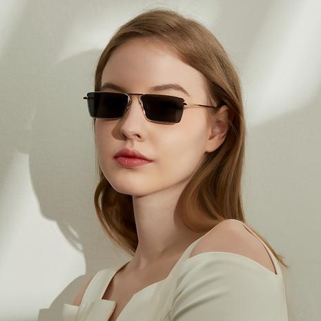 gafas de sol de lente plana de color degradado con montura cuadrada pequeña de metal de moda NHXU366347's discount tags