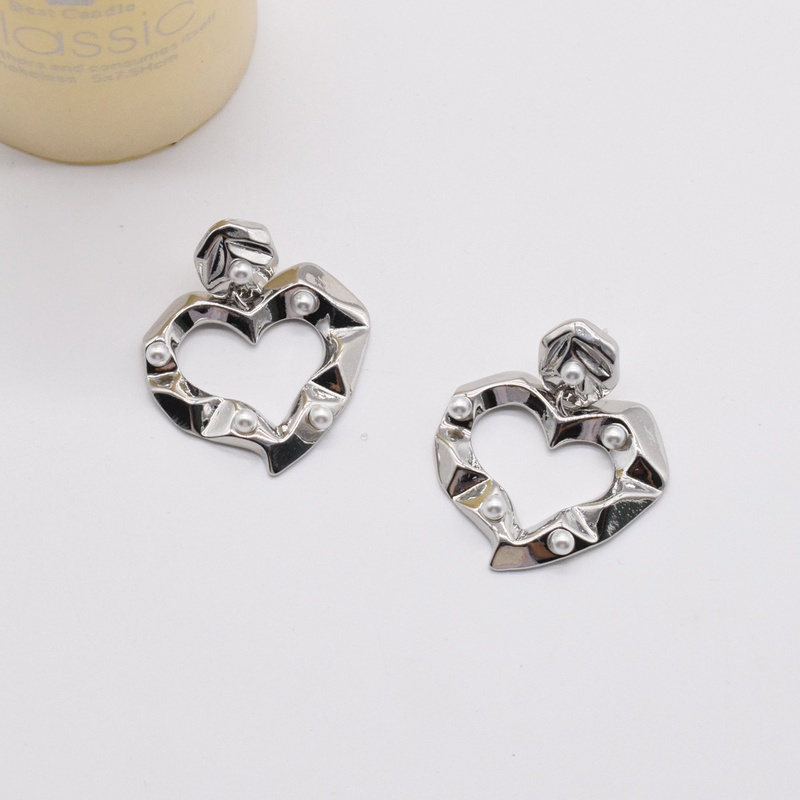 fashion metal heart shape inlaid pearl fold earrings  NHNT367778