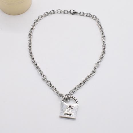 collier épais pendentif serrure cerise sculpté rétro en gros NHNT367817's discount tags