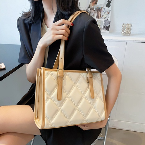 fashion solid color embossed one-shoulder armpit tote bag NHWH368418's discount tags
