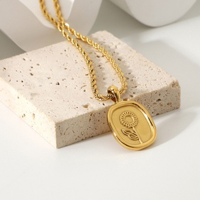 Fashion Oval Coin Rose Pendant 18K Gold Plated Stainless Steel Necklace NHJIE359107