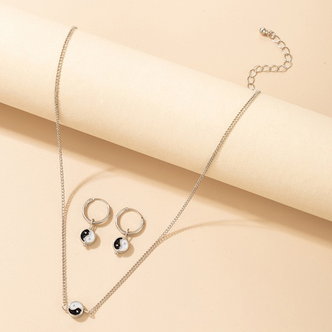 Nihaojewelry Einfache Schwarz-Weiß-Tai-Chi-Figur Ohrringe Halsketten-Set Großhandel Schmuck NHGY374247's discount tags