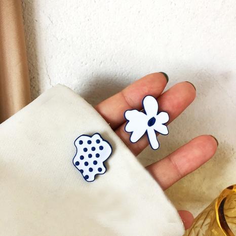 Boucles d'oreilles à l'huile de goutte de fleur en métal asymétrique créative de mode NHBY372660's discount tags