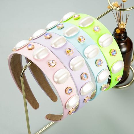 Diadema ancha de diamantes de imitación con incrustaciones de tela al por mayor de joyería de Nihaojewelry NHLN374952's discount tags