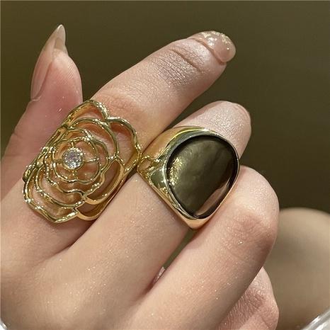 Großhandel Schmuck Blume hohler Diamantring Nihaojewelry NHYQ375204's discount tags
