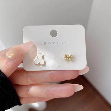 Nihaojewelry bijoux en gros coréen mignon boucles d'oreilles ours asymétriques arc NHOT378742's discount tags