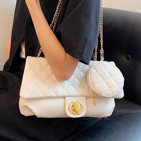 wholesale metal button large-capacity chain messenger bag Nihaojewelry NHLH375690's discount tags