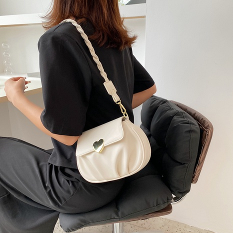Nihaojewelry wholesale accessories solid color clamshell heart lock messenger bag  NHLH375694's discount tags