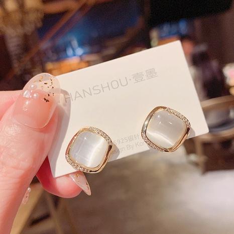Pendientes de diamantes de ojo de gato cuadrados simples de Nihaojewelry al por mayor NHPA376424's discount tags