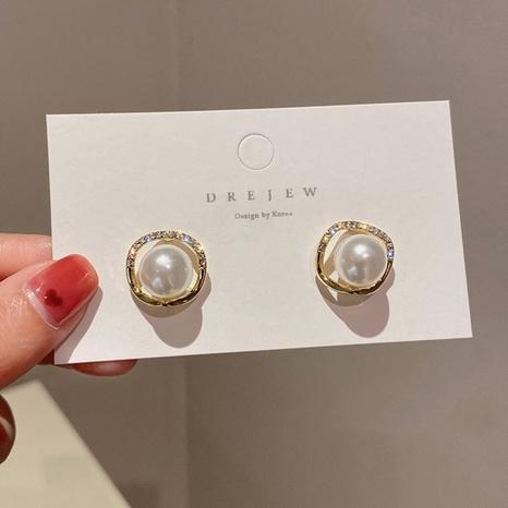 Al por mayor joyas pendientes de diamantes de perlas geométricas simples Nihaojewelry NHPA377181's discount tags