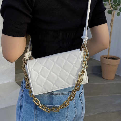 Nihaojewelry fashion thick chain rhomboid shoulder messenger bag wholesale NHLH382380's discount tags