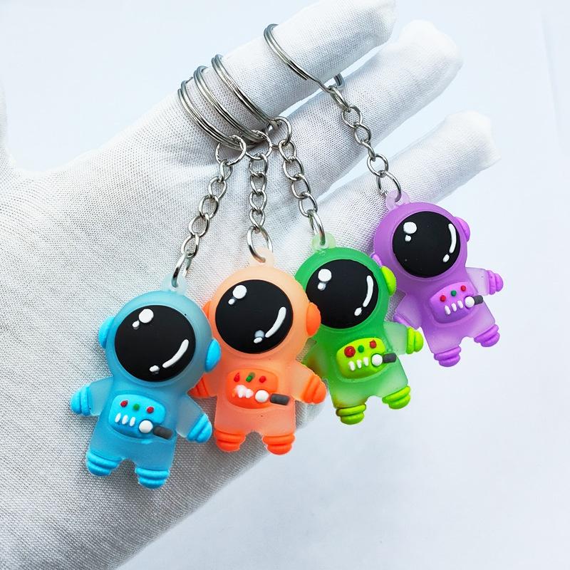 Nihaojewelry cute cartoon astronaut doll keychain wholesale jewelry NHDI382804