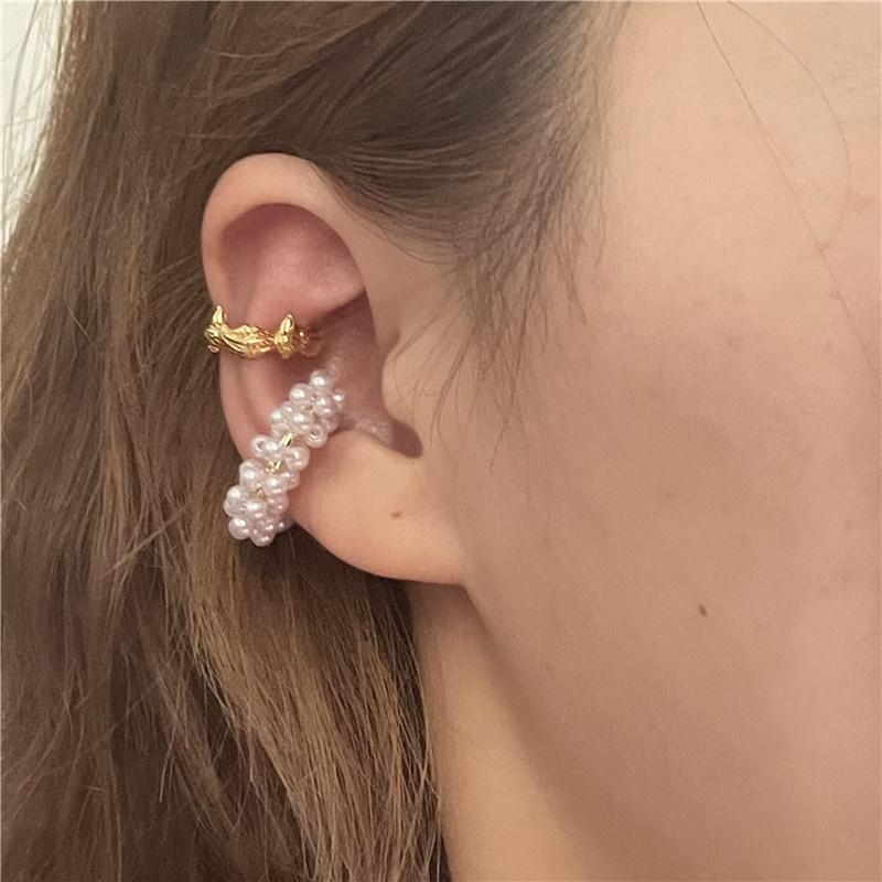 Nihaojewelry retro pearl crown metal ear bone clip wholesale jewelry NHYQ383462