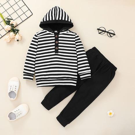 Nihaojewelry suéteres con capucha para niños pantalones a rayas conjunto de dos piezas al por mayor NHLF384469's discount tags