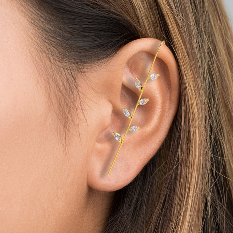 wholesale bijoux en cuivre incrusté de zircon entourent des boucles d'oreilles obliques de style oreillette Nihaojewelry NHUW384891's discount tags