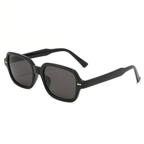 Vente en gros lunettes de soleil carrées de couleur unie nihaojewelry NHZIH385432's discount tags