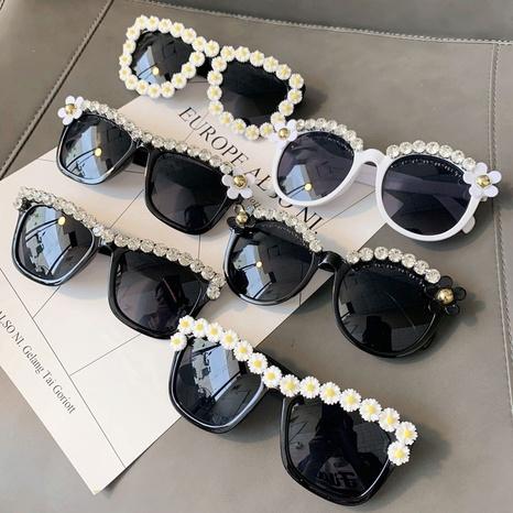 Vente en gros lunettes de soleil à monture ronde en perles de losanges nihaojewelry NHMSG385850's discount tags