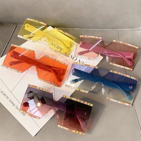 Vente en gros lentilles monobloc couleur bonbon monture carrée lunettes de soleil nihaojewelry NHMSG385867's discount tags