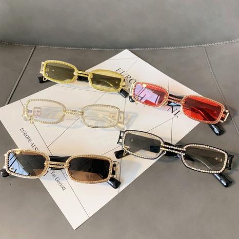 Vente en gros lunettes de soleil punk à petit cadre carré incrusté de diamants nihaojewelry NHMSG385878's discount tags