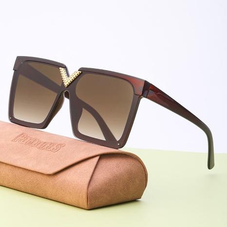 Vente en gros lunettes de soleil en forme de V incrustées à monture carrée nihaojewelry NHLMO385971's discount tags