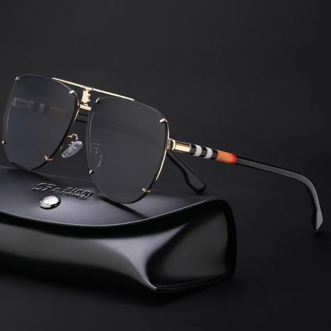 Vente en gros lunettes de soleil rétro à rayures colorées à monture ronde nihaojewelry NHLMO385974's discount tags