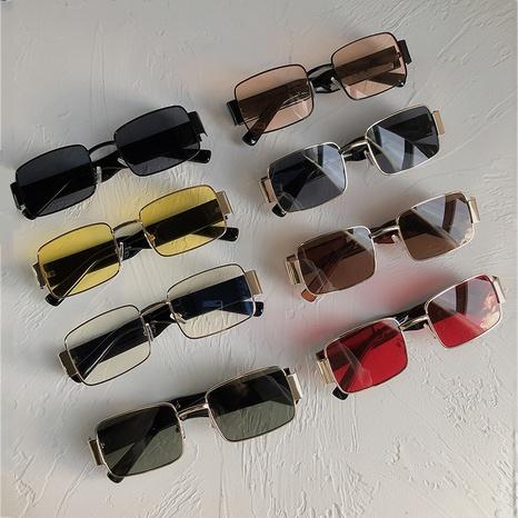 Vente en gros lunettes de soleil à monture carrée rétro hip-hop nihaojewelry NHZIH385500's discount tags