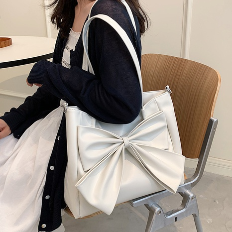 Nihaojewelry wholesale new trendy bow solid color large capacity shoulder tote bag NHAV386178's discount tags