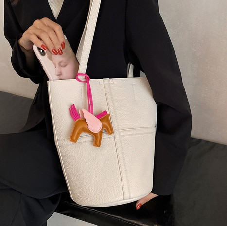 wholesale large-capacity horse pendant bucket bag Nihaojewelry NHLH386277's discount tags