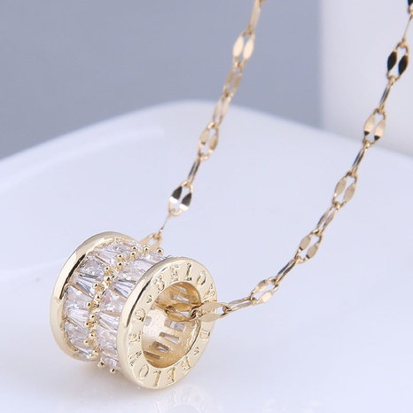 Nihaojewelry Großhandel Schmuck einfache Kupfer eingelegte Zirkonium Hohlzylinder Halskette NHSC387041's discount tags