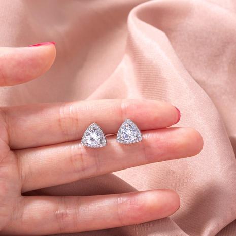 Nihaojewelry Großhandel Schmuck Mode Mikro-Intarsien Dreieck Zirkon Kupfer Ohrstecker NHDB387648's discount tags