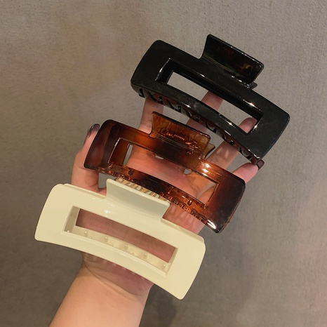 vente en gros bijoux en épingle à cheveux rétro géométrique acrylique multicolore Nihaojewelry NHOF387709's discount tags